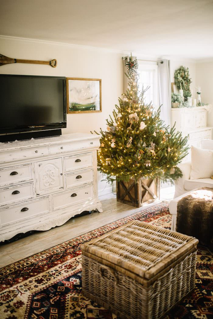 Our Christmas Home Tour // How to Decorate your Home for Christmas