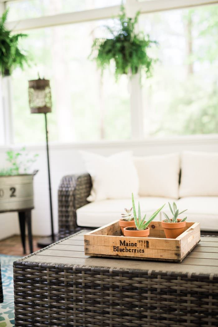Screen Porch Makeover with Raymor & Flanigan // The before & after images along with screen porch ideas and makeover tips