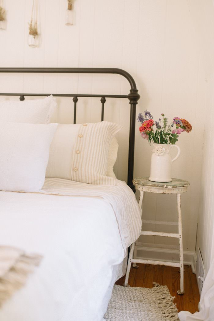 Farmhouse Guest Bedroom Makeover Lynzy Amp Co
