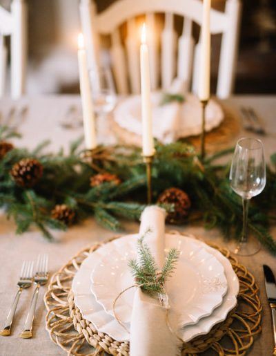 How to Create a beautiful Christmas Tablescape // Christmas Tablescape Ideas