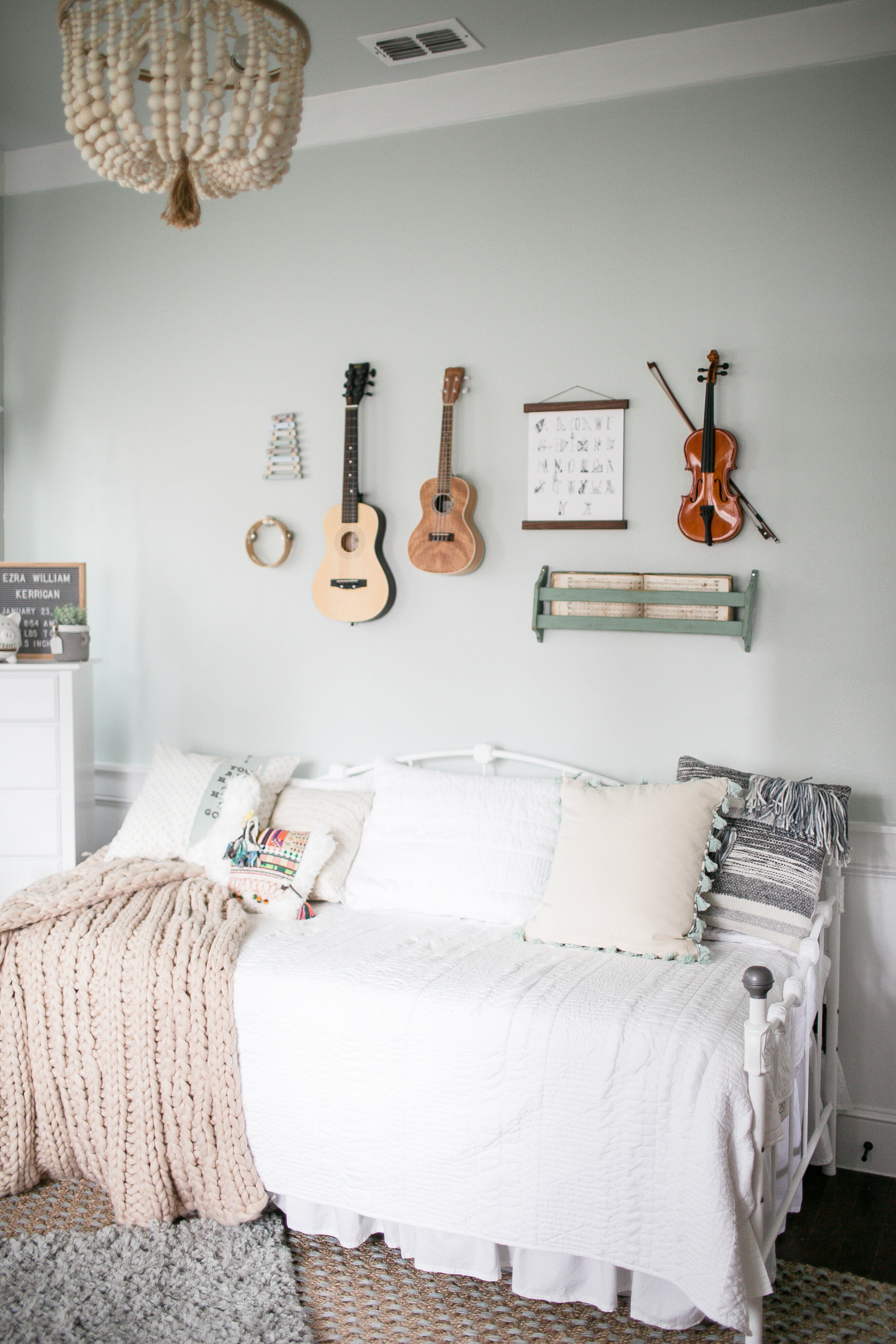 This neutral nursery inspired by music is very cozy and inviting. I love the detail in every corner of the room! Nursery inspiration over on motherhood blog, Lynzy & Co.