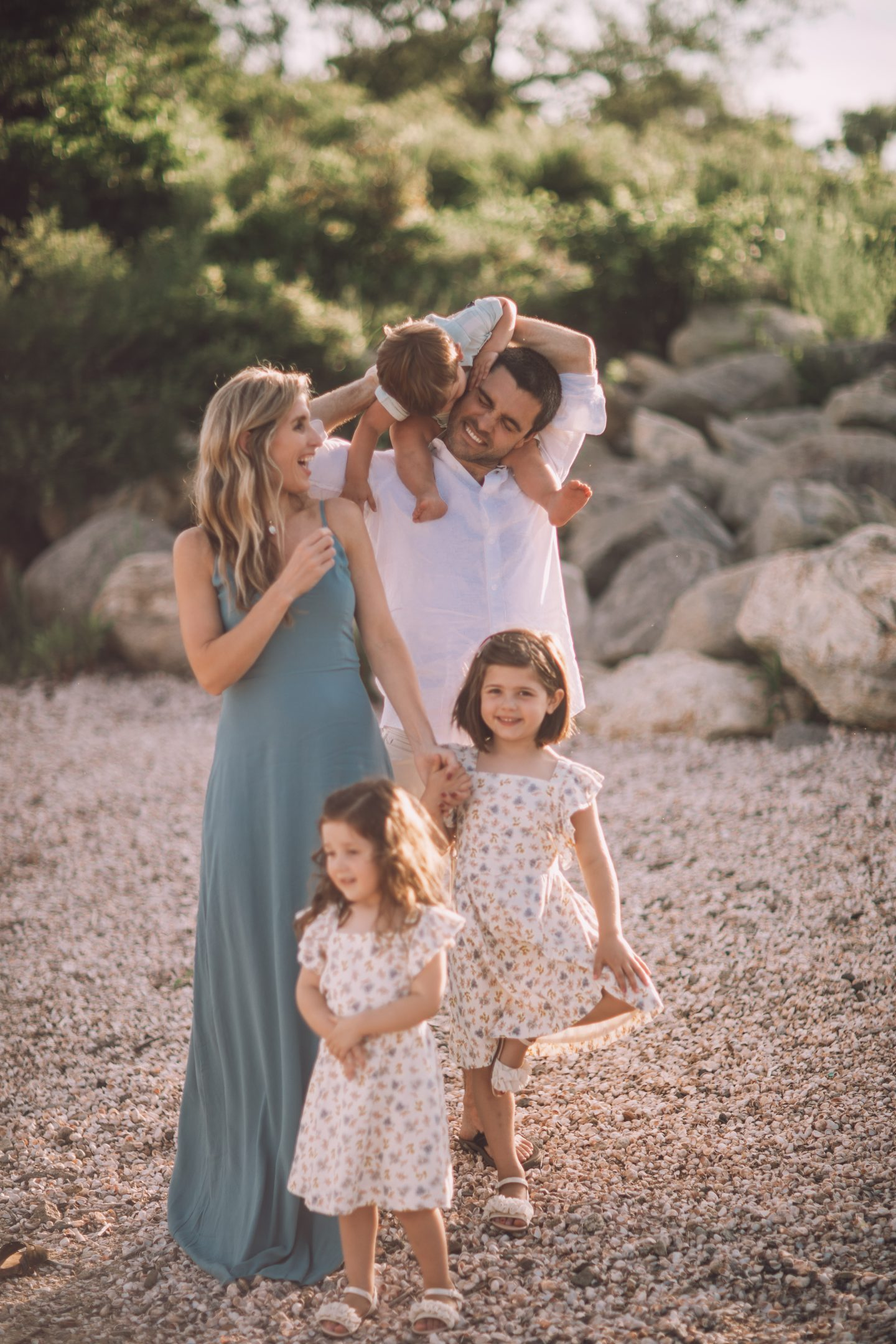 Family Outfit Inspiration for Summer Photos - Lynzy & Co.